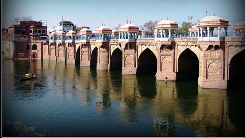 भ्रष्ट अधिकारियों ने  जौनपुर (उप्र) में लोकतांत्रिक व्यवस्था को पूरी तरह फेल कर दिया है