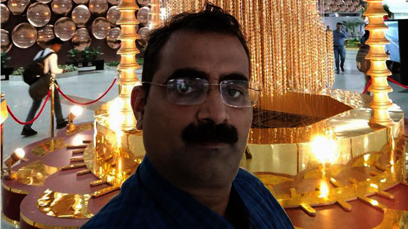 राष्ट्रपति के साथ फ्राड करते पकड़े गये जौनपुर जिला, तहसील मड़ियाहूं (उप्र) के पूर्व एसडीएम